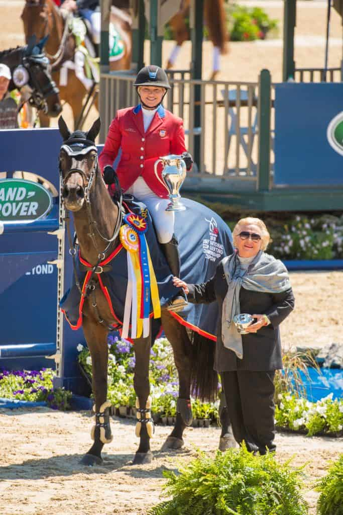Marilyn Little and RF Scandalous in the awards presentation at the Land Rover® Kentucky Three-Day Event CCI4* with Jacqueline B. Mars. (Photo: AK Dragoo Photography)
